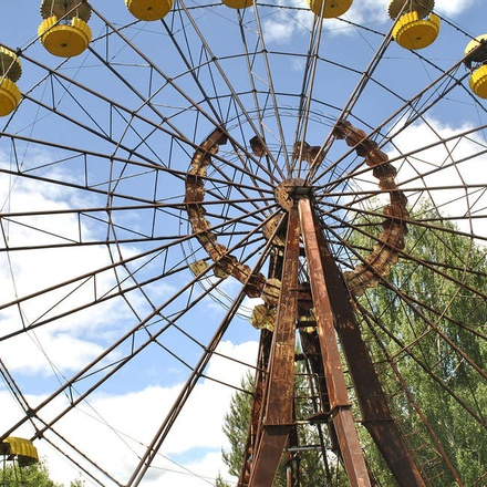 Abandoned ferris wheel in Pripyat