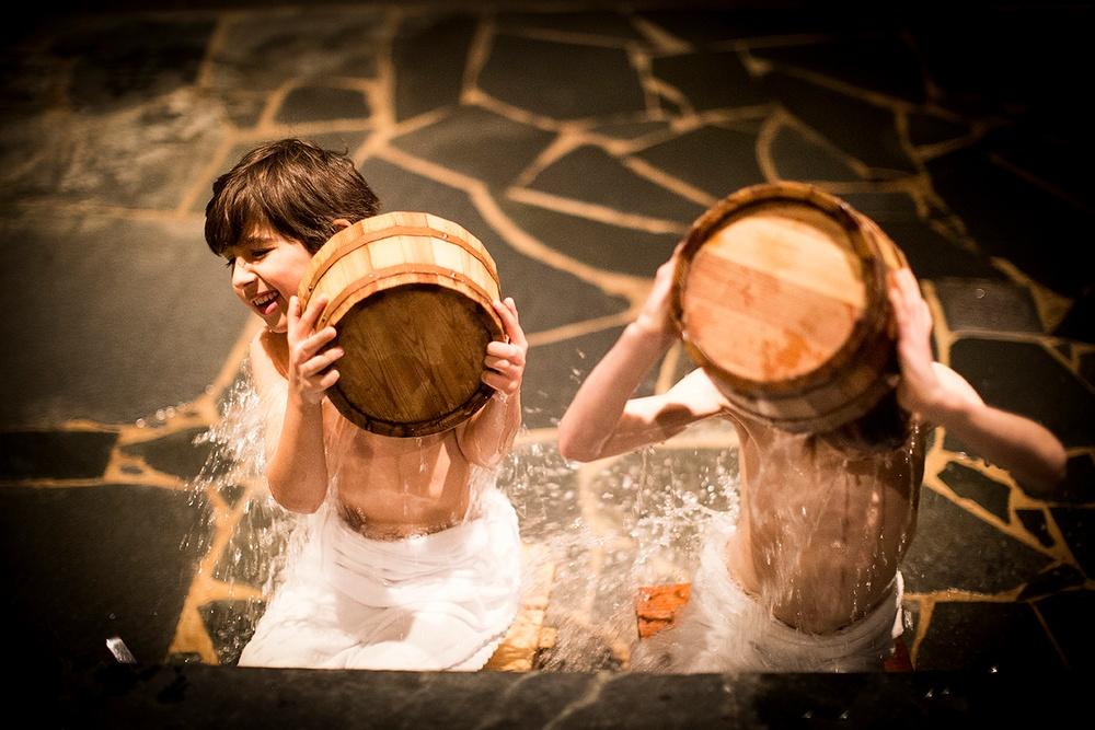 Tvagning på det japanska viset. Under Yasuragi Kids är alla åldrar välkomna till Yasuragi, det japanska spahotellet i Nacka.
