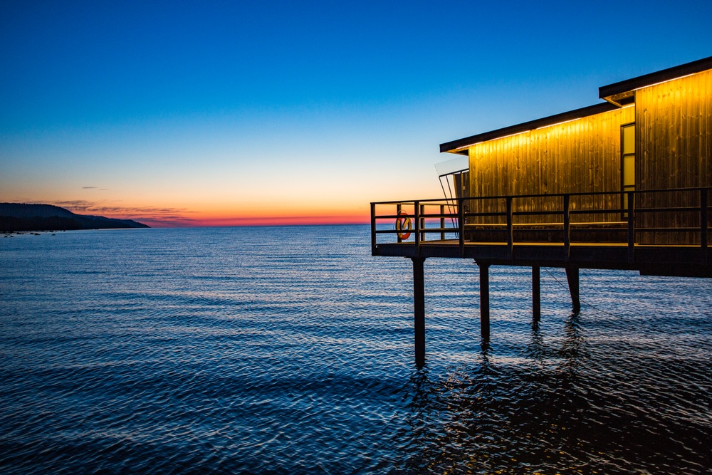 Kallbadhuset i solnedgång