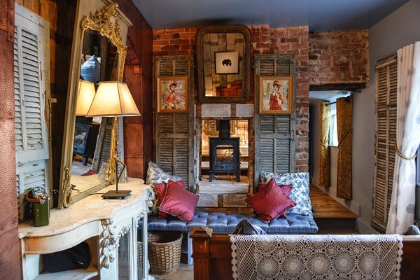 Cheshire Cat's the Roebuck Inn, Mobberley, Cheshire