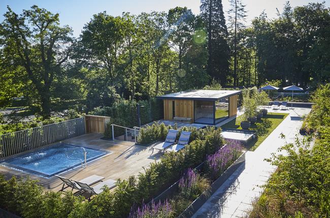 roof-top-spa-garden-spa-bath-sauna-cabin-2