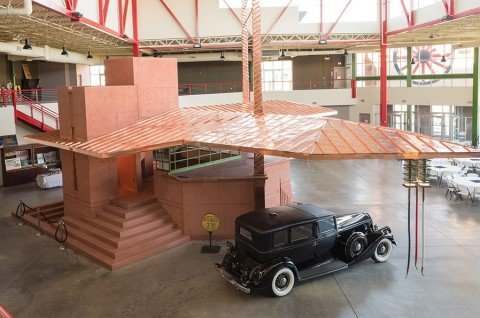 53c17094c07a8099e1000017_rare-frank-lloyd-wright-gas-station-brought-to-life_flw2