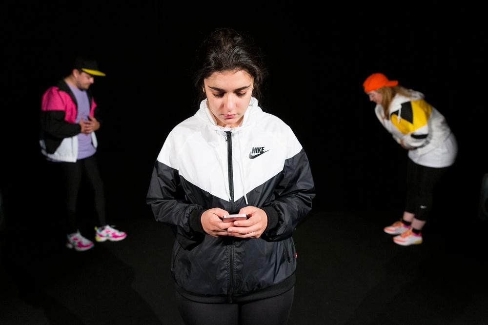 En föreställning om att orka när allting känns tomt. Av Sarah Appelberg och med UngHästen en del av Västerbottensteatern. Unghästen utforskar i denna föreställning hur det är att vara ung och lida av psykisk ohälsa.  Fotograf Patrick Degerman.