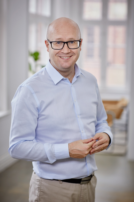 Författarporträtt: Andreas Piirimets Foto: Åsa Siller