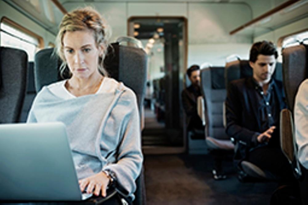 Kvinna på tåg, skydda ditt företag mot kapning