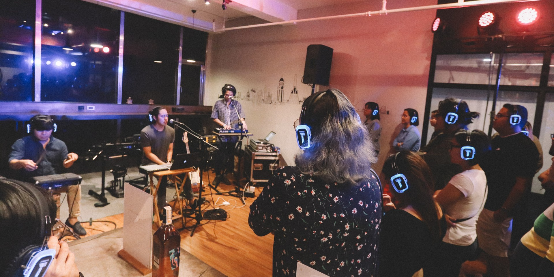 Tandems '91 and AOUI play intimate silent show as part of FIERE anniversary series – photo gallery