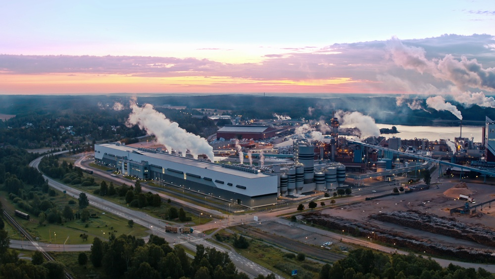 BillerudKorsnäs på Gruvön tar emot drygt 1000 entreprenörer under sitt underhållstopp. Foto: BillerudKorsnäs.