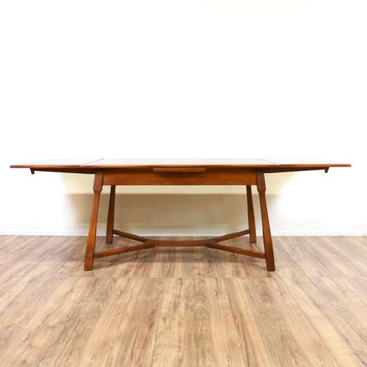 Maple Dining Table w/ 2 Extendable Leaves
