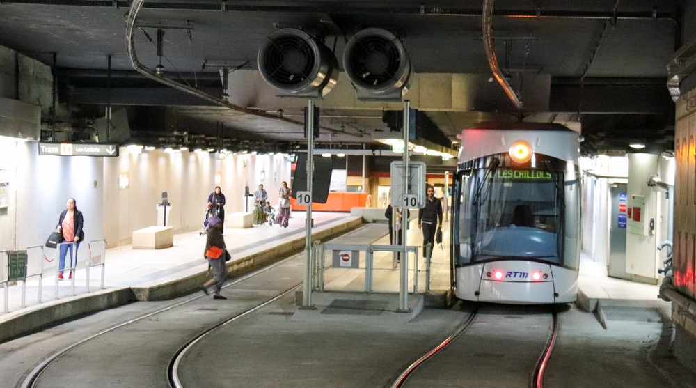 Bild på spårvagn i tunnel.