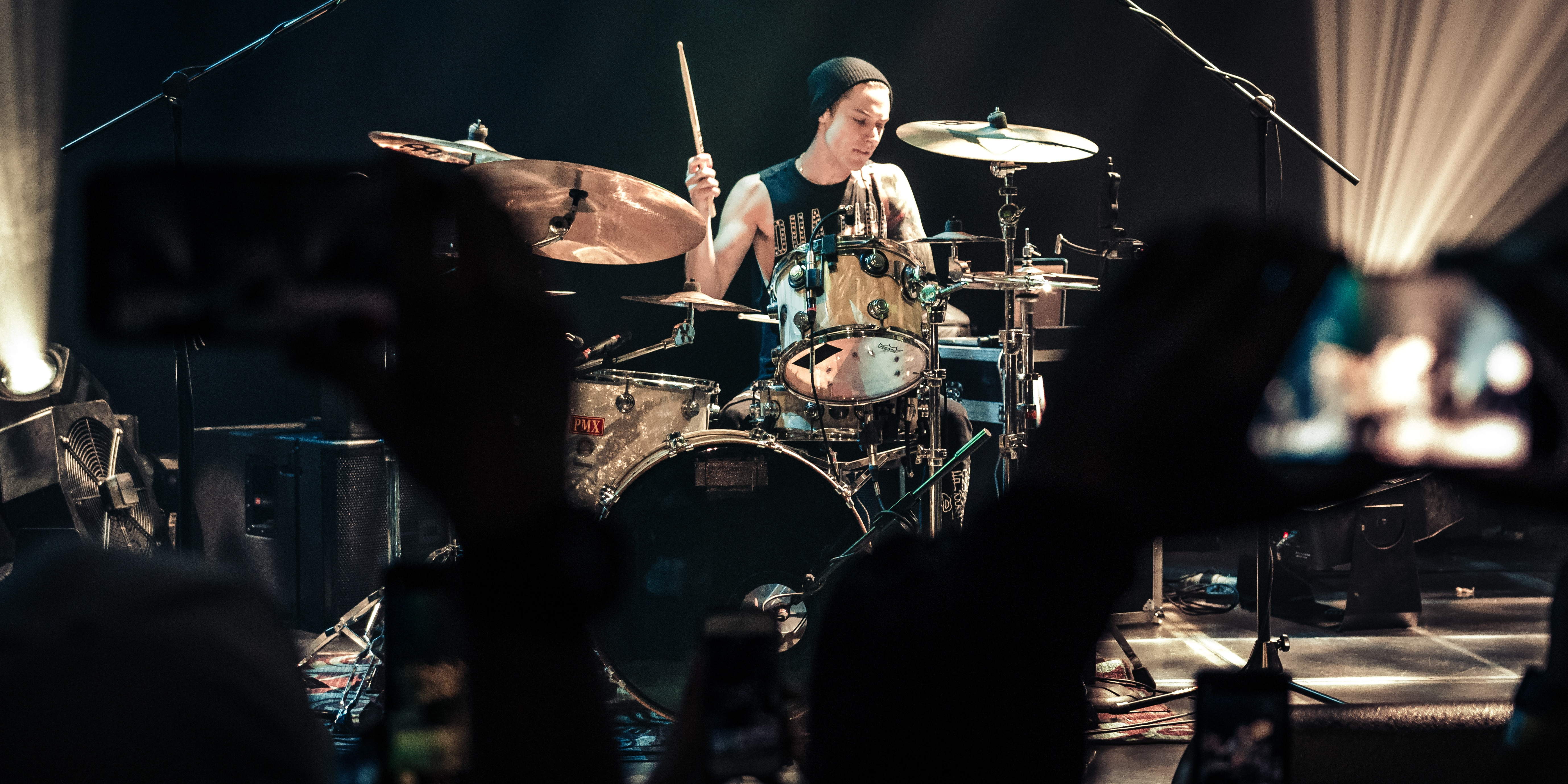 Luke Holland ensnares the hearts of the attendees of his breakbeat Manila show – photo gallery