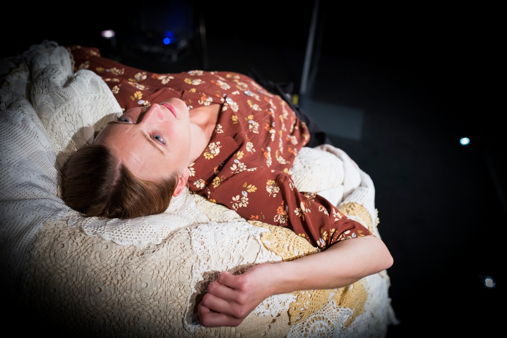 KvinnORKAn, av och med Matilda Kjellmor, i regi av Lillemor Skogheden. Producerad av Västerbottensteatern. Foto: Patrick Degerman.