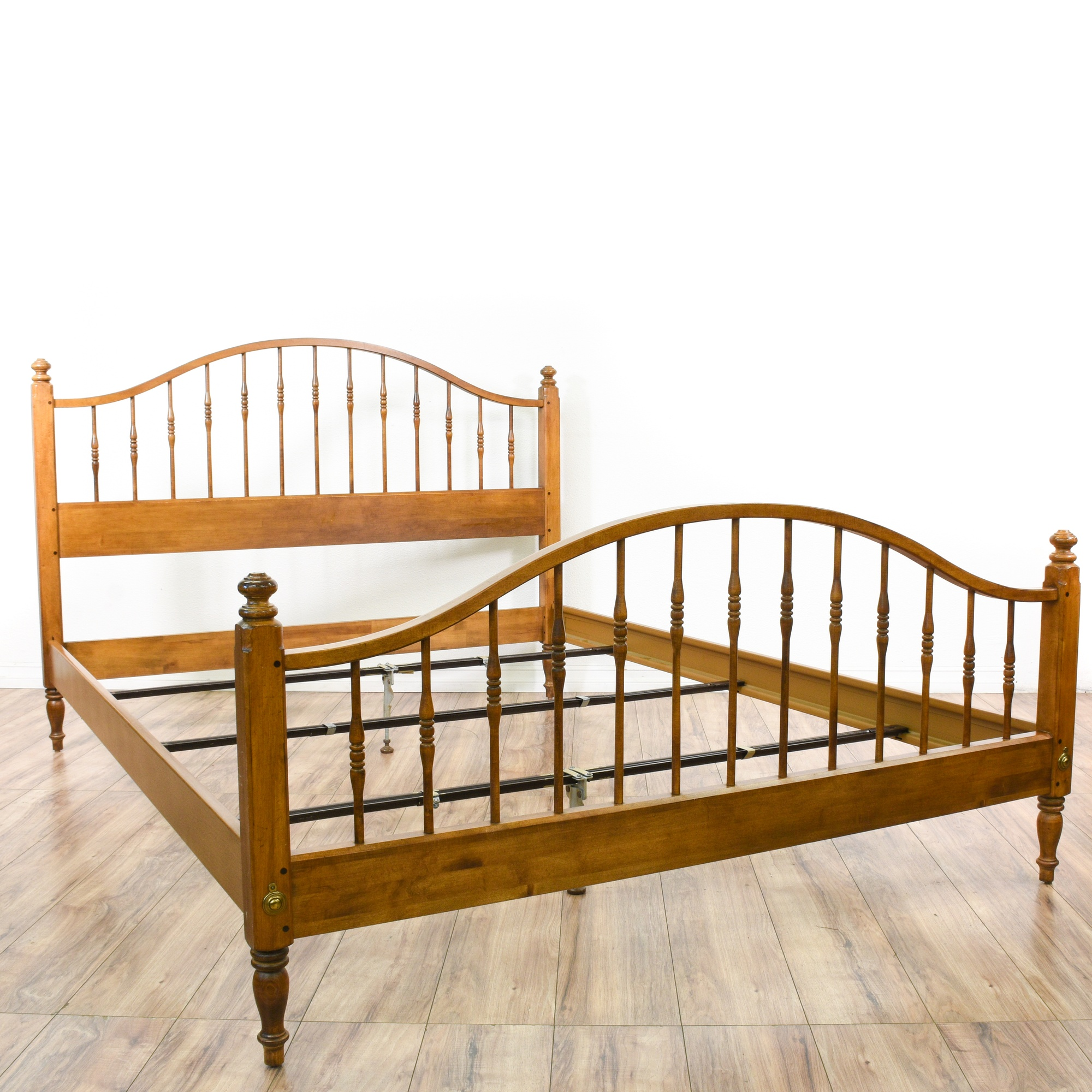"""""""Ethan Allen"""" Maple Spindle Queen Sized Bed Frame ..."""