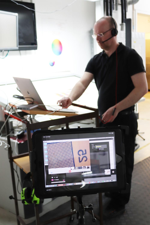 Den första onlinekörningen på Brobygrafiska var 16 april och den digitala lösningen är här för att stanna.