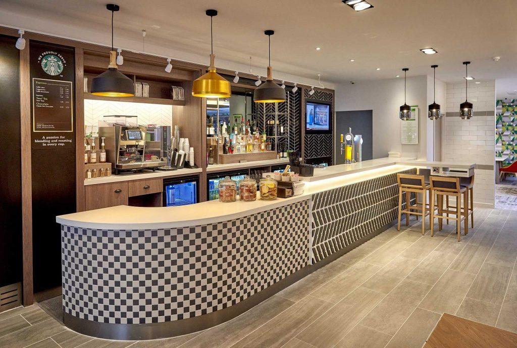 holiday-inn-northampton-cafe