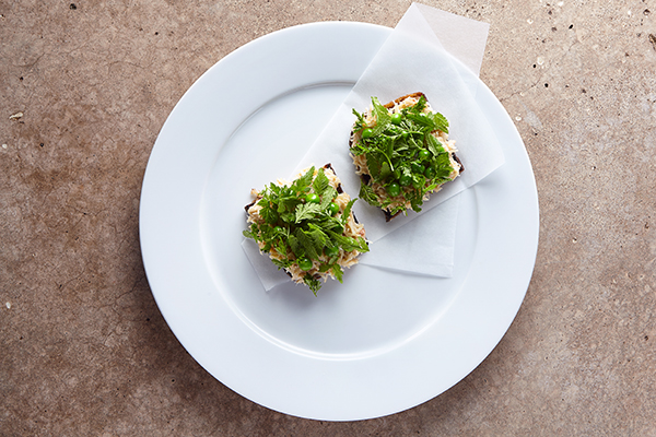 Crab and peas on rye