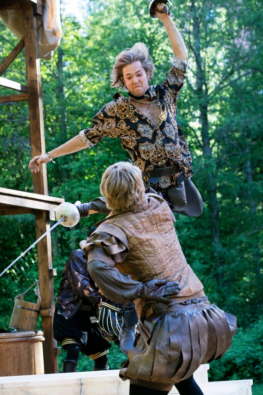 Romeo och Julia, sommarteater på Medlefors med Västerbottensteatern, sommaren 2020 och 2021. I bild: Mercutio (Jacob Danielsson) & Tybalt (Vilgot Paulsen) Fotograf: Patrick Degerman
