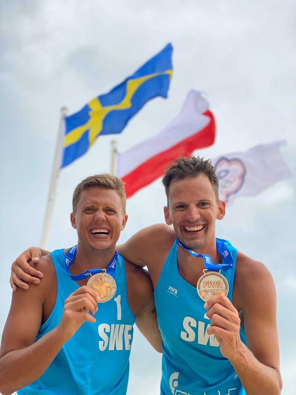 Historiska silvermedaljer i Langkawi, Malaysia. Martin Johansson och Alexander Annerstedt från Göteborg Beachvolley Club blev första svenska herrlag att gå till final i en World Tour-tävling. Foto: Karin Backström.