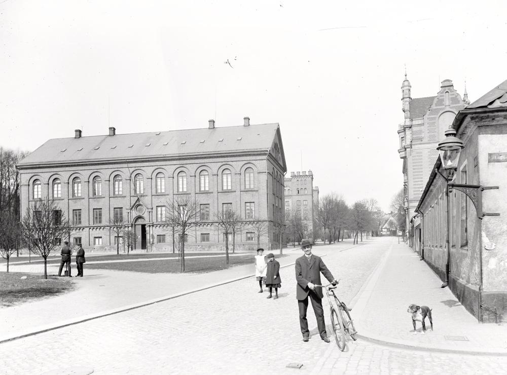 Den 29 september 1918 öppnade Historiska museet sina portar på Kraftstorg, sedan dess har museet genomgått flera förändringar. Under Museiveckan kan man höra museichef Per Karsten berätta om hur museet har utvecklats genom hundra år och om vad framtiden bär med sig. Foto: Historiska museet