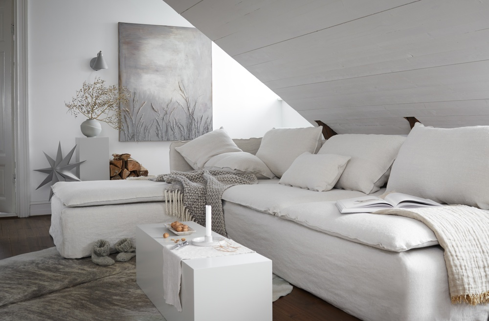 Bemz cover for Söderhamn sofa and chaise longue, fabric: Unbleached Pure Washed Rosendal Linen. Styled by Danielle Witte.