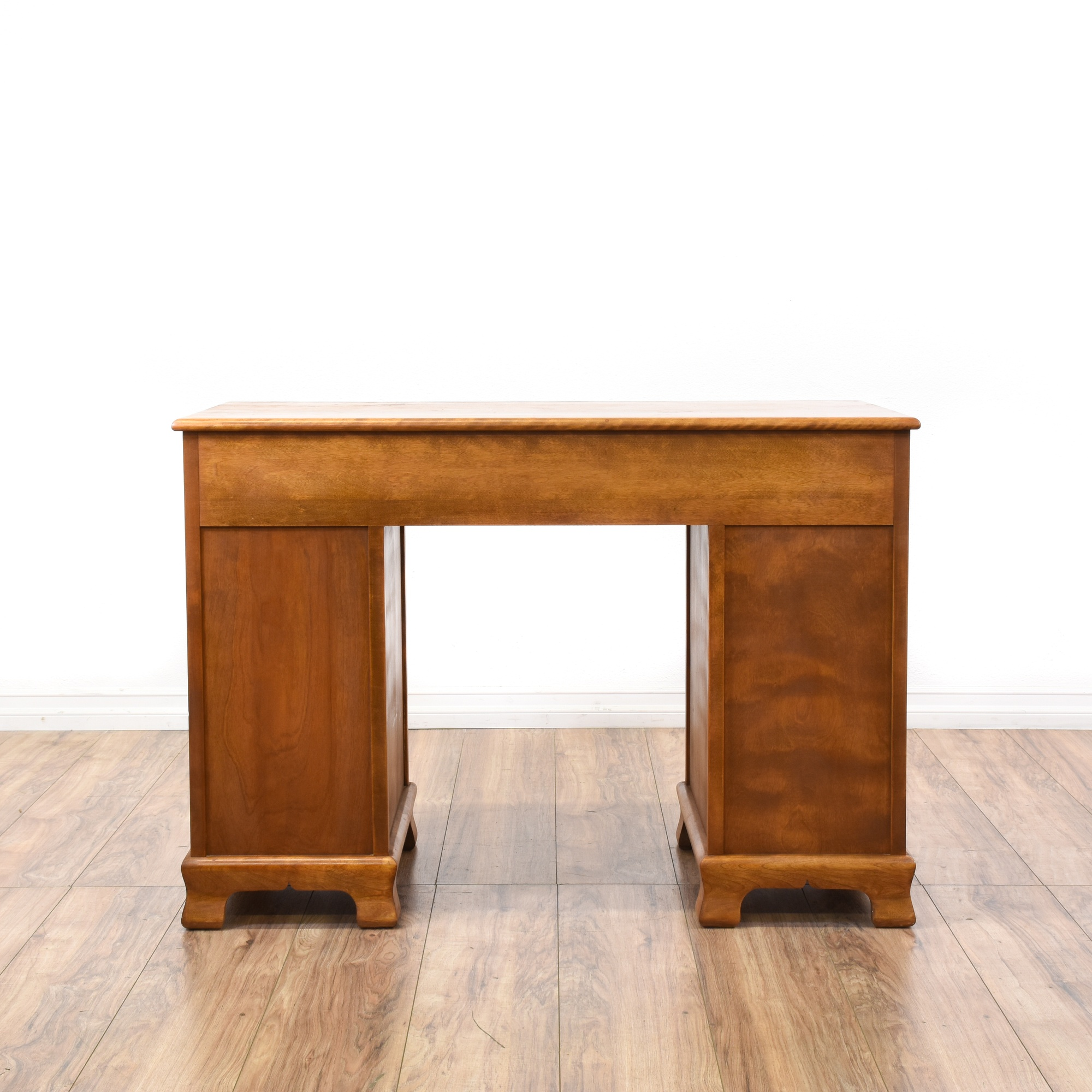 Maple 8 Drawer Kneehole Desk Loveseat Vintage Furniture