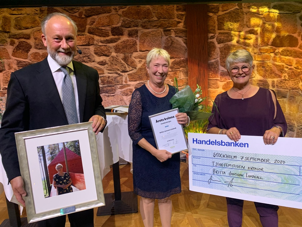 Britta Jonsson Lindvall, vinnare av Årets kvinna i besöksnäringen tillsammans med Jonas Siljhammar, vd Visita och Maud Olofsson, ordförande Visita. Foto: Visita
