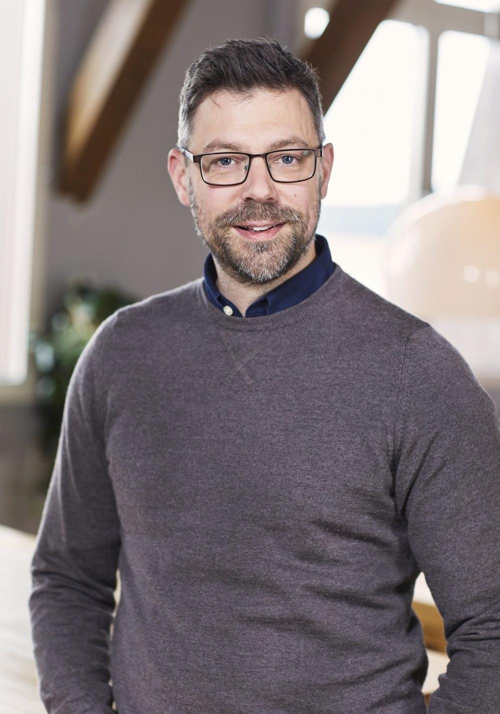 Författarporträtt: Philip Bäckmo Foto: Åsa Siller