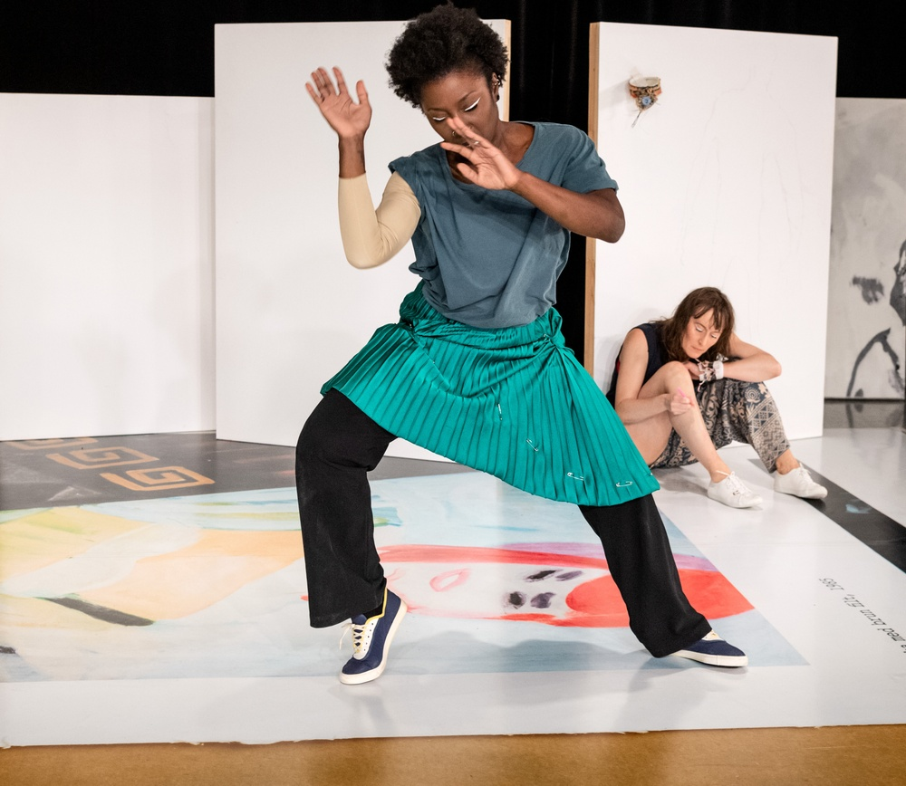 Urpremiär 1 okt 2020 på Dansens Hus. På bilden: Brittanie Brown, och Jenny Nilson. Foto: Sören Vilks.