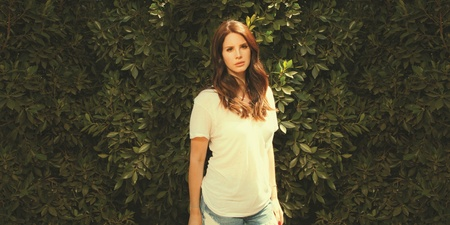 "Lana Del Rey debuts ""country"" songs, reveals release date of upcoming album"