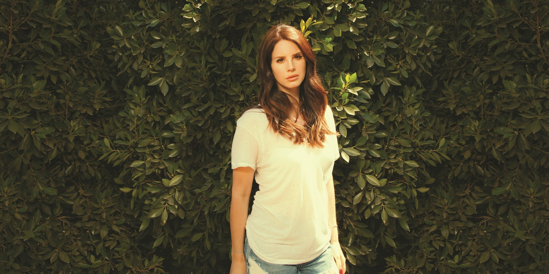 """Lana Del Rey debuts """"country"""" songs, reveals release date of upcoming album"""