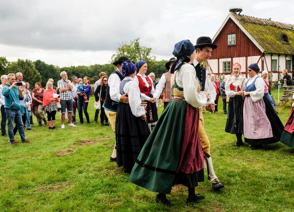 Tornabygdens folkdanslag har folkdansuppvisning. Foto: Viveca Ohlsson/Kulturen