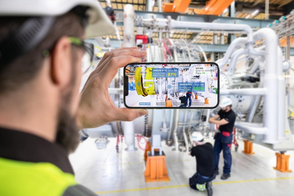 Siemens Energy ser att AR erbjuder stora möjligheter till effektivisering av deras verksamhet, t.ex. via intuitiv träning/instruktioner och förbättrad distanssupport både internt och externt. Illustration : Fotograf Ristenstrand / Siemens Energy