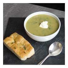 Asparagus and rocket soup