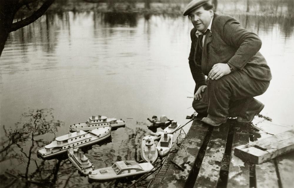 Georg Aronsson med båtar, Micki