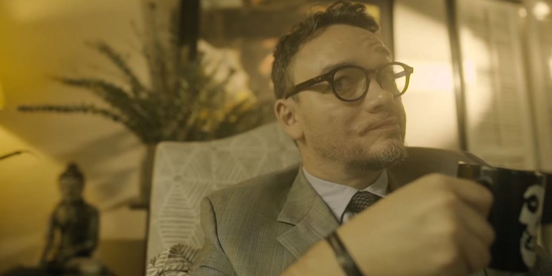 Basti Artadi plays therapist for Jobim Javier in 'Ayoko Lab Song' music video – watch