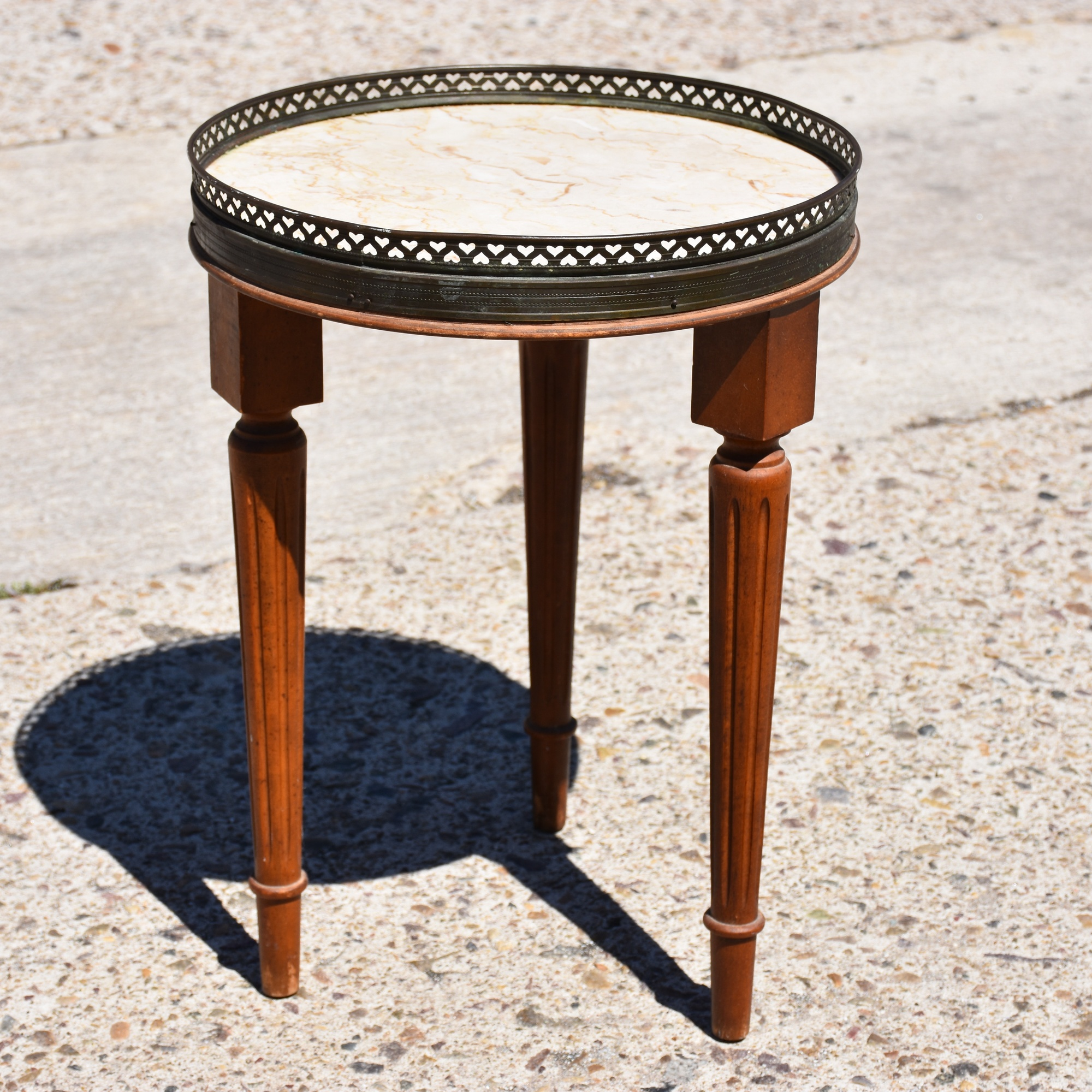 Attractive Small Vintage Round 3 Leg Display Decorator Table | Loveseat Vintage  Furniture San Diego