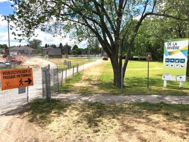 Travaux en cours au parc de la Rivière: accès à la piscine par la rue Girouard