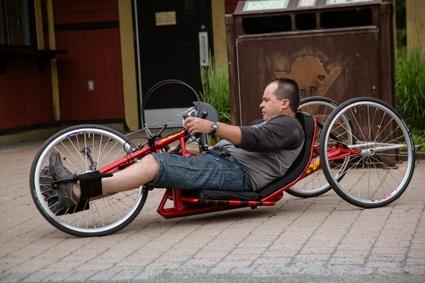 Des vélos adaptés (handcycle) sont disponibles à la Vélogare du Grand-Tronc
