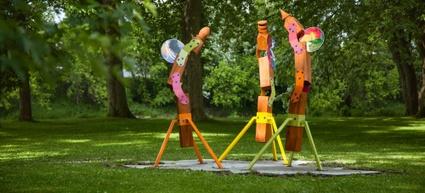Oeuvre identitaire installée près de la rivière au parc Terre-des-Jeunes de Victoriaville