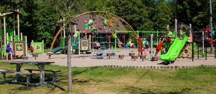 Modules de jeux pour enfants installés à l'été 2015 au parc Terre-des-Jeunes de Victoriaville