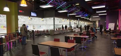 L'aire de service du Complexe Sani Marc permet de relaxer tout en suivant l'activité dans les espaces de jeu