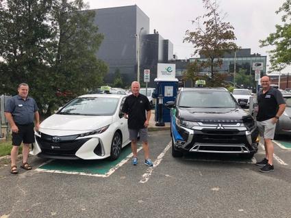 2 véhicules électriques pour le service de transport en commun TaxiBus