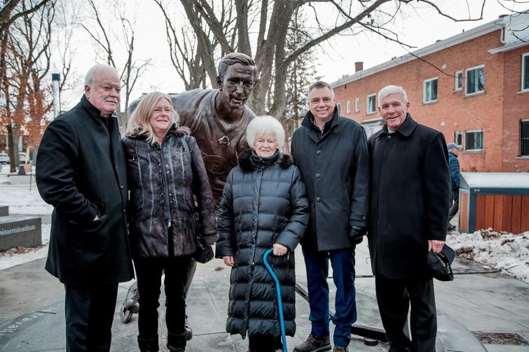 Le monument en hommage au grand Jean Béliveau a été inauguré à Victoriaville le mercredi 4 décembre 2019
