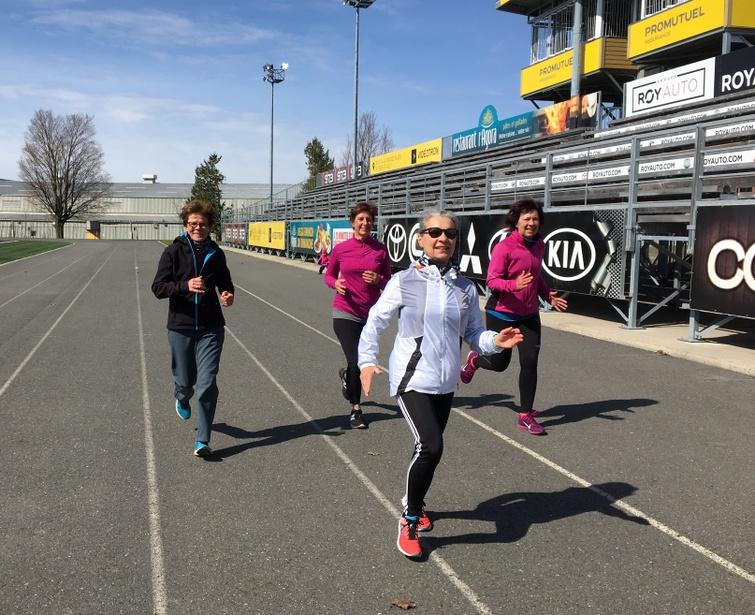 """La photographie qui a remporté la palme du concours de la MRC d'Arthabaska s'intitule """"Jeunes coureuses en action"""" et représente des citoyennes de plus de 50 ans pratiquant la course à pied sur une base régulière. Merci à tous ceux et celles qui ont participé à ce concours de photo amateur."""