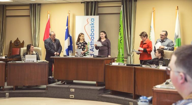 Les membres de cette nouvelle mouture du Conseil jeunesse de la MRC d'Arthabaska ont profité de la tribune pour s'adresser aux maires et aux médias afin de leurs exprimer leurs motivations à s'impliquer.