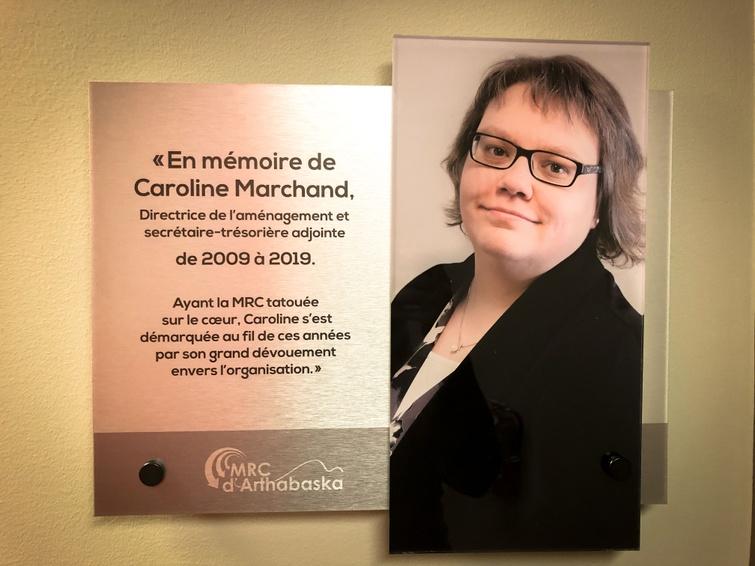 Pour son implication exceptionnelle et son apport inestimable au développement de la région, la MRC honore la mémoire de Madame Caroline Marchand, directrice de l'aménagement à la MRC d'Arthabaska de 2009 à 2019.