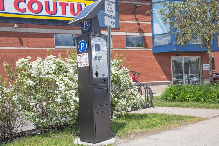 Jusqu'à nouvel ordre, pour des raisons de santé publique, tous les stationnements du centre-ville de Victoriaville munis d'un horodateur sont accessibles gratuitement. Il demeure toutefois obligatoire de respecter la limite de temps desdits espaces. Merci de la collaboration de toutes et tous.