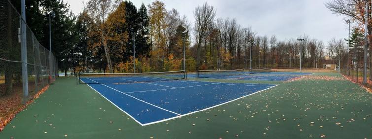 Dès le 20 mai, certaines infrastructures s'ouvriront au public, notamment les terrains de tennis.