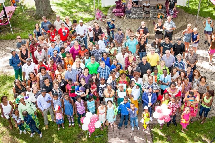 Organisée annuellement, la Fête de la diversité culturelle est un exemple d'initiatives du milieu favorisant l'accueil, l'intégration et la rétention des nouveaux arrivants immigrants.