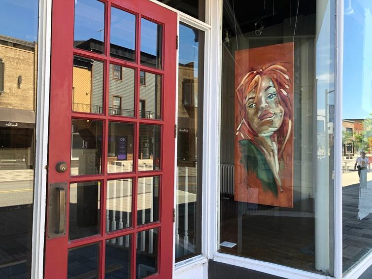 Les artistes d'ici en vedette  dans les vitrines du centre-ville