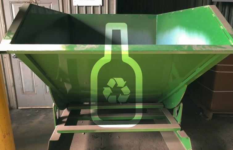 Sous forme de projet pilote, le dépôt pour le verre vise à offrir une nouvelle option pour améliorer la revalorisation du verre.